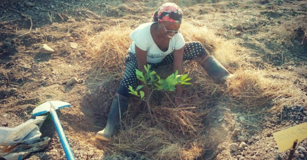 Eva plants a tree in Kenya with The Word Forest Organisation